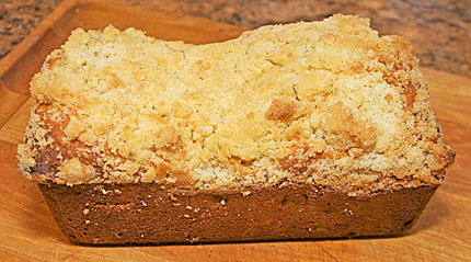 The finished crumb kuchen coffee cake loaf (placek).